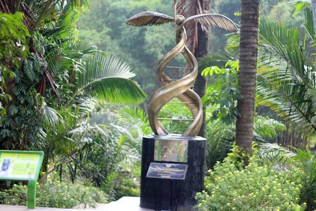 tugu kelapa sawit kebun raya bogor