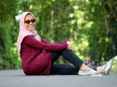 Memakai Baju Warna Cerah Menyala Menguntungkan Saat Berwisata di Kebun Raya Bogor