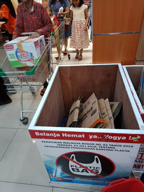 Hari Pertama Larangan Pemakaian Kantong Plastik di Kota Bogor 3