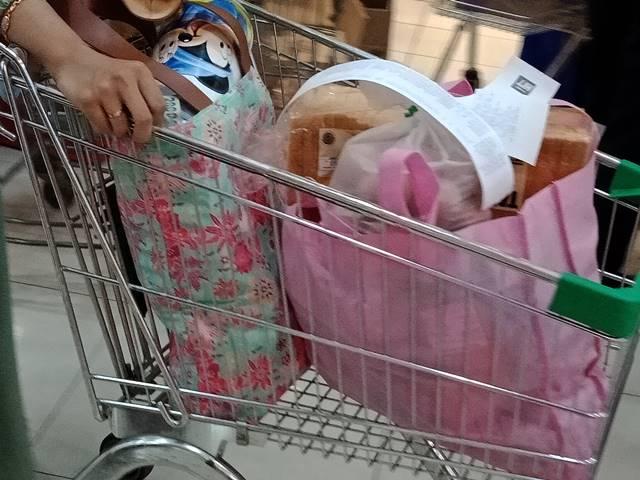 Hari Pertama Larangan Pemakaian Kantong Plastik di Kota Bogor