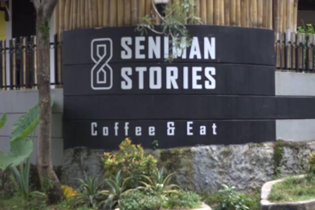 Kafe Seniman Stories - Hangout Asyik di Jalan Bina Marga H