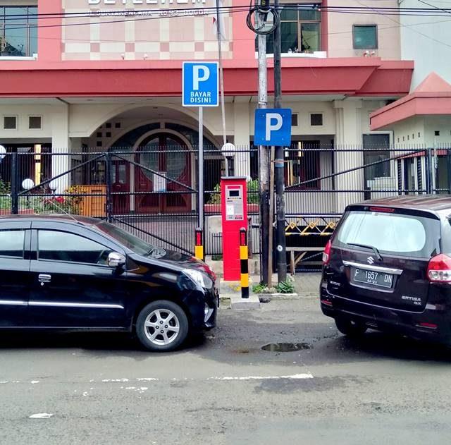 Parkir elektronik Jalan Suryakencana - Siapkan E-Money Anda A