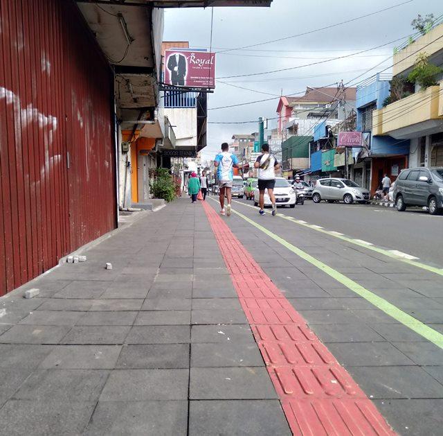 #TidakSempit Lagi - Trotoar Jalan Suryakencana 9