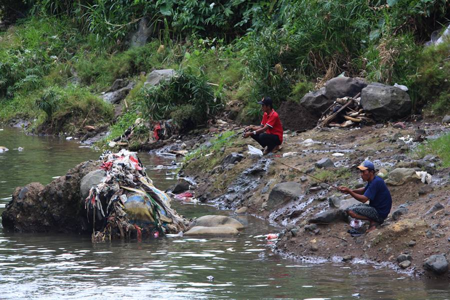 Komunitas Peduli Ciliwung - Wujud Ide 2 Pemancing Peduli Lingkungan