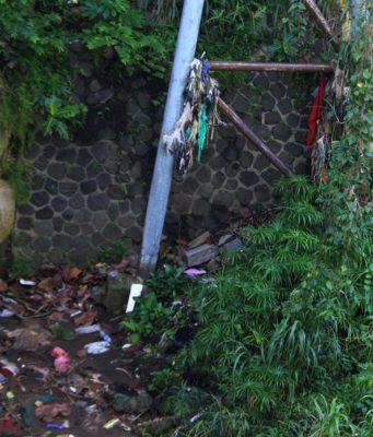 Mau Buang Sampah Ke Sungai - Jangan Deh Bikin Repot Banyak Orang