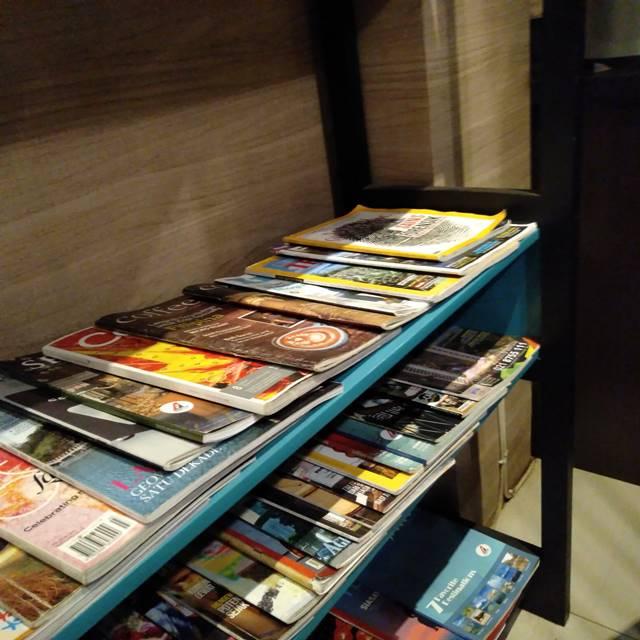 Daily Dose Coffee Anda Eatery - Ketika Kopi dan Buku Bersatu zona kutu buku