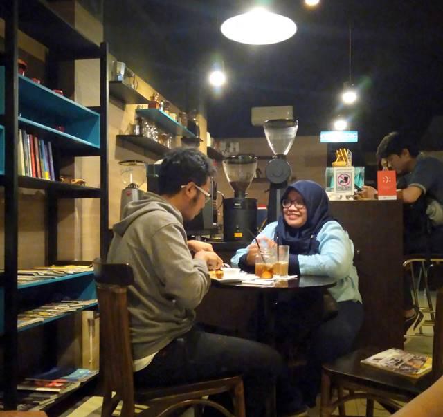 DailyDose Coffee Anda Eatery - Ketika Kopi dan Buku Bersatu B