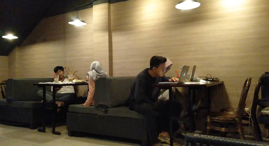 Dailydose Coffee And Eatery - Ngopi Sambil Baca Itu Sesuatu Banget Dah zona maniak internet