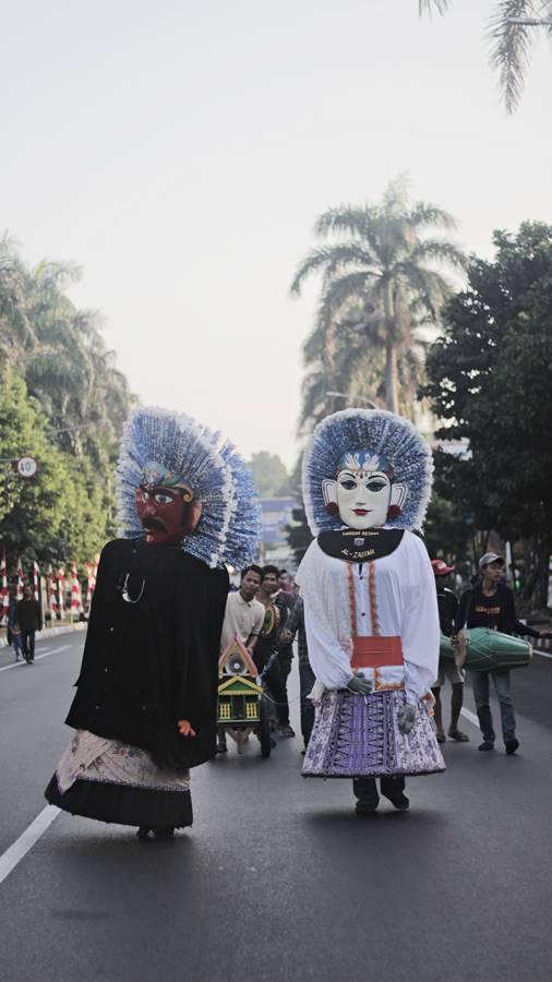 Ngenes - Pengamen Ondel Ondel Betawi Merambah Kota Bogor 2
