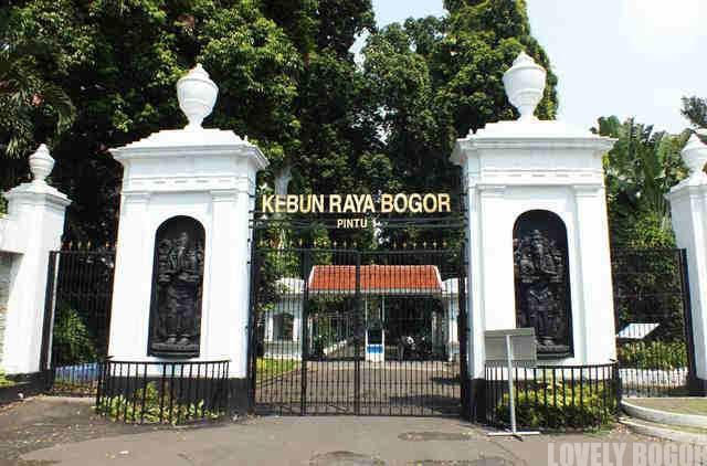 Tempat Parkir Sepeda Motor di Kebun Raya Bogor 2