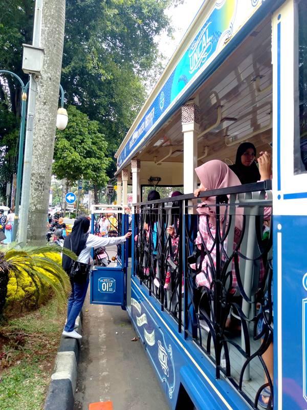 Akhir Pekan Keliling Kota Bogor Naik Bus Uncal B