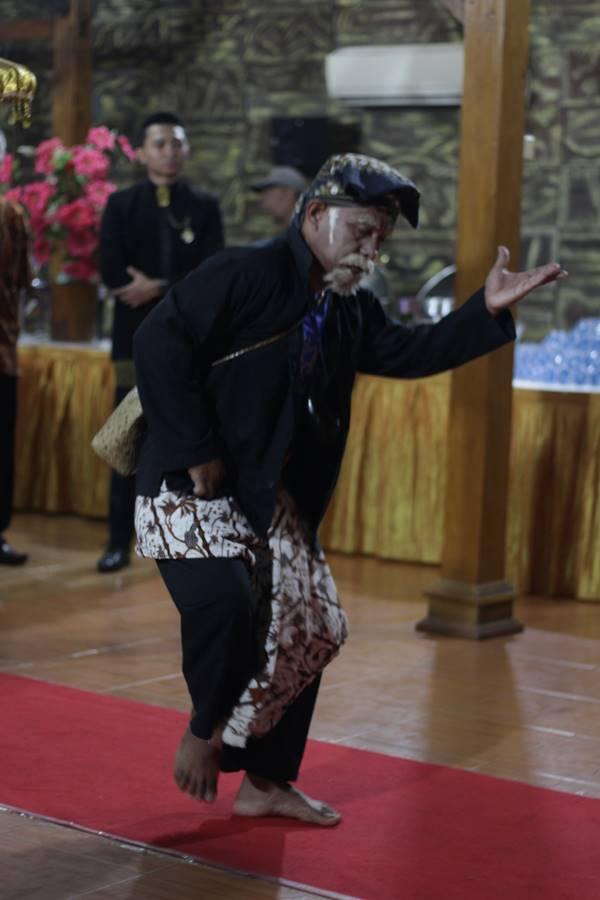 Ki Lengser dalam tradisi Mapag Panganten di Bogor