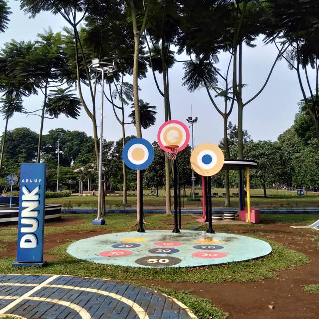 Permainan dunk di taman kita oreo