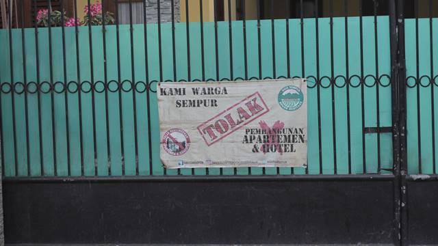 Spanduk Warga Sempur Menolak Pembangunan Hotel Dan Apartemen Di Lokasi Bekas Sempur Park Hotel C