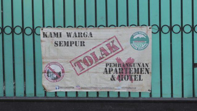 Spanduk Warga Sempur Menolak Pembangunan Hotel Dan Apartemen Di Lokasi Bekas Sempur Park Hotel D