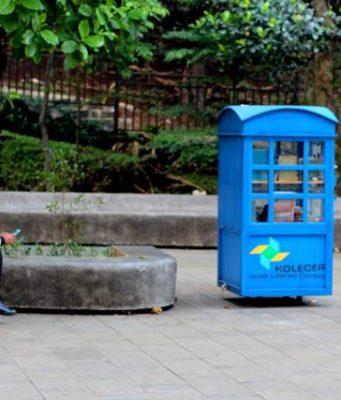 Mini Self Service Library On The Park - Kolecer A