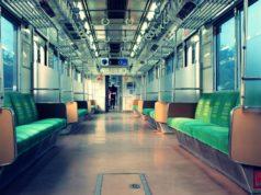 [INFO] Dilarang Berbicara, Ngobrol, Atau Menelpon Di Atas Commuter Line