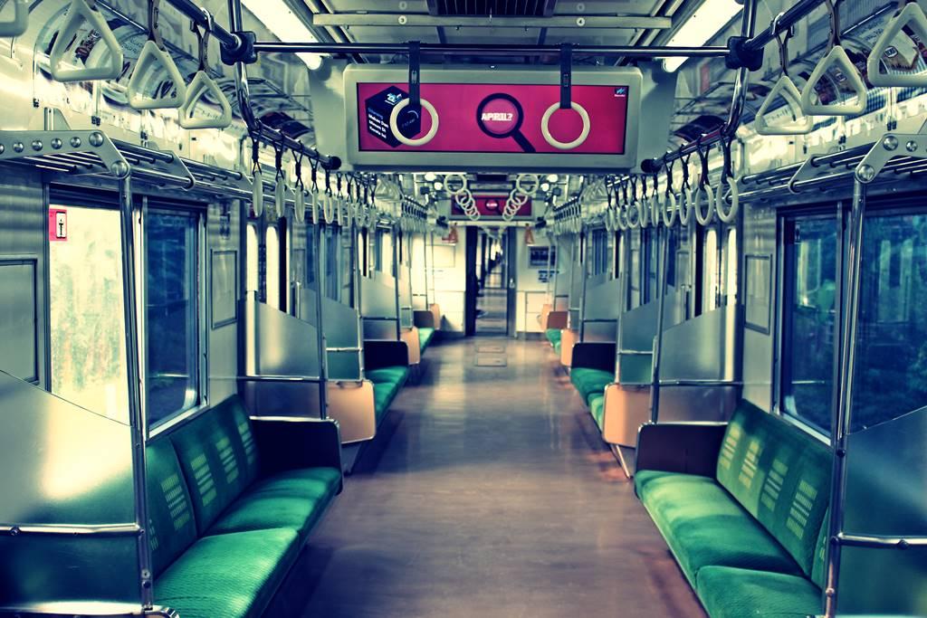 anak balita dilarang naik Commuter Line - KRL selama pandemi Covid 19