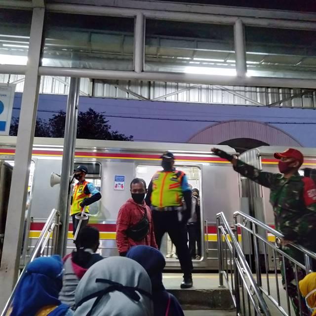 Lebih Merasa Aman Di Dalam Stasiun Cilebut Dan Di Atas Kereta Daripada Di Luar