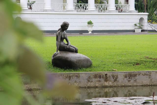 Patung Little Mermaid atau Duyung Kecil di Istana Bogor